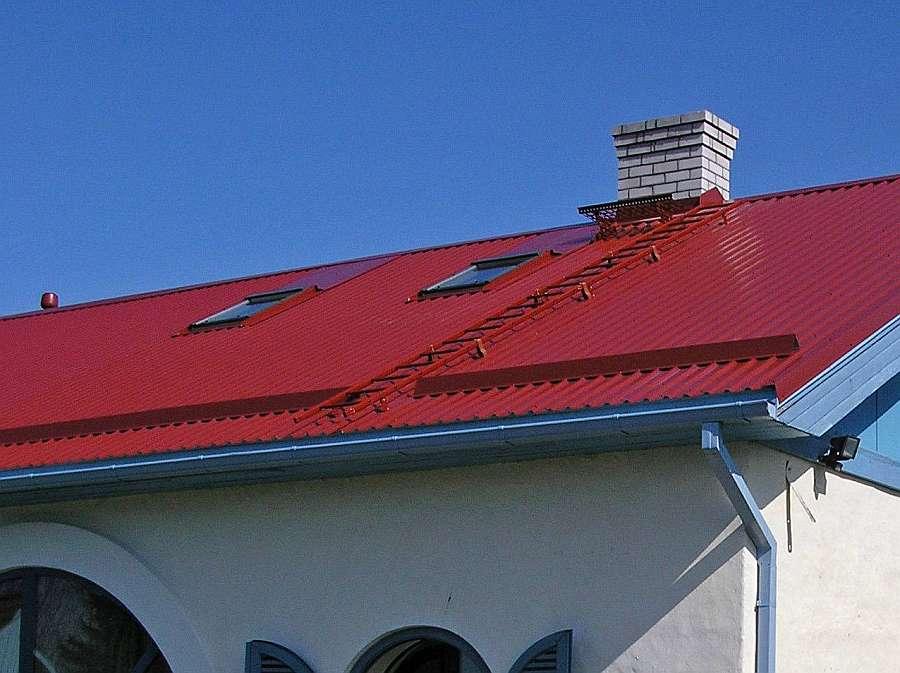 katuseredel punasel katusel
