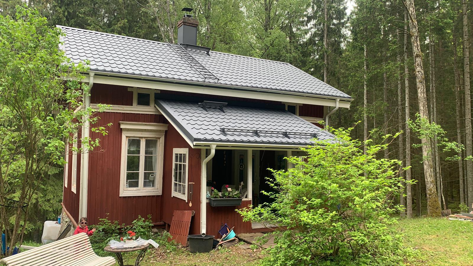 Plekkkatusega majakene Soomemaal